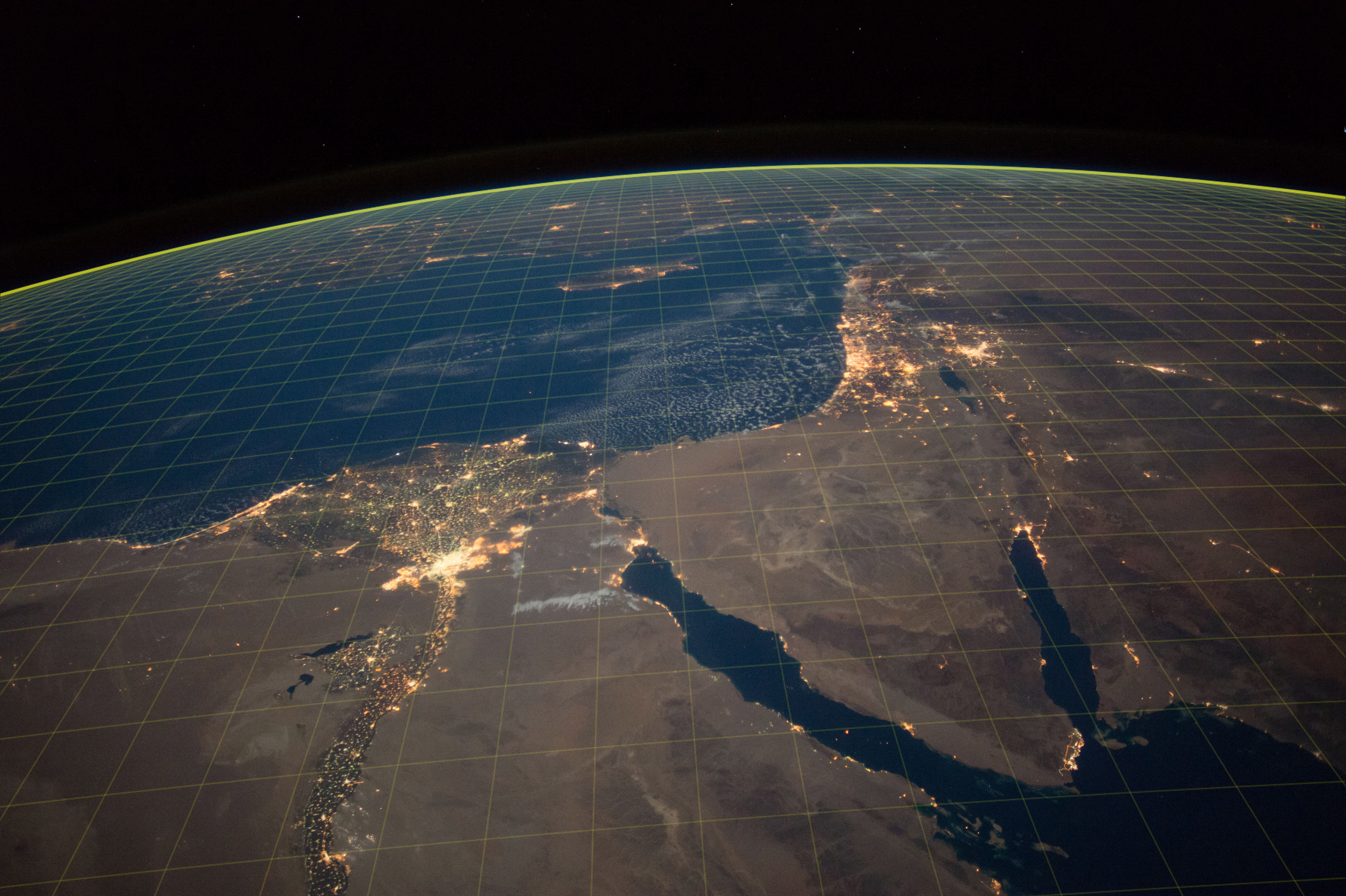 Is it Possible to See the Curvature of the Earth from Earth?